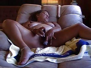 Abuelita Cachonda Masturbándose Con Un Consolador