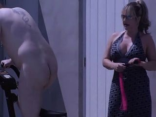 Posh British Mistress Spanks Y Wanks Su Esclavo Doméstica