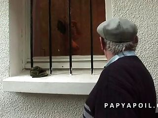 Papy Baise Une Jeune Et Tres Jolie Morena
