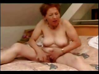 Mujer Madura Masturbándose Bien. Aficionado