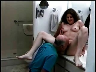 Viejo Hombre Folla Pelice Janice En El Baño