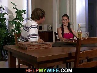 Marido Mira A Su Esposa Caliente Cuckolds