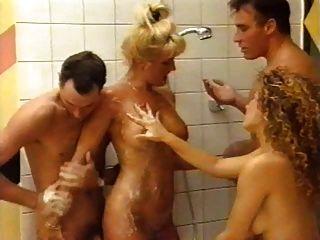 Denise De Belgium Con Amigos