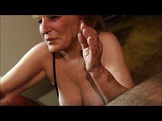 Abuelita De 70 Años Da Un Trabajo De Mano Y Obtiene Un Facial