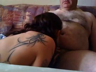 Joven Pollito Chupar A Un Anciano