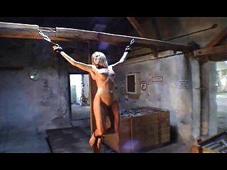 Mujeres Crucificadas Modell Vera