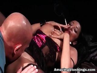Smoked Milf En Sexy Lencería Y Medias Pleasured