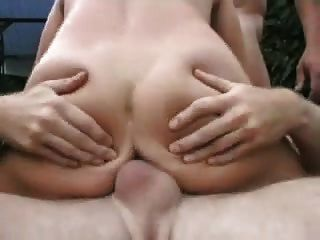 Rubia En El Jardín Bymn