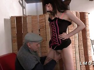Papy Se Tape Une Jeune Amatrice En La Maison Du Sexe