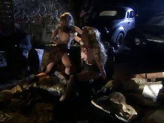 British Slut Kelle Marie En Una Escena Lesbiana Futurista