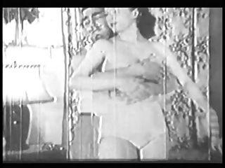 Mujer Con Culo Grande Y Tetas Da Cabeza Y Lo Hace Estilo Perrito En Viejo B \u0026 W Clip