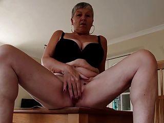 Abuelita Sexy Con Grandes Tetas Y Coño Hambriento