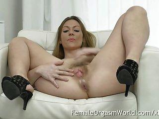 Madura Milf Masturba Su Coñito Peludo Hasta El Orgasmo