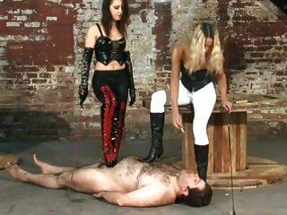 Dos Amantes Dominando Su Esclavo
