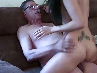 Anciano Y Niña 2