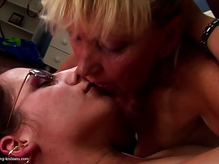 Lesbianas Orinando Viejo N Sexo En Grupo Joven