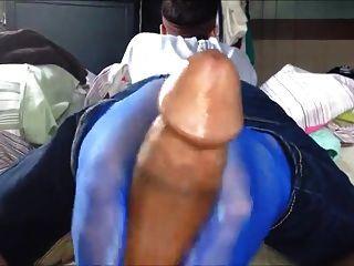 Trabajando Con El Pie En Calcetines De Nylon Azul