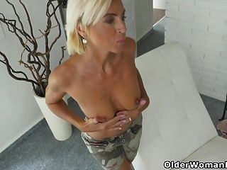 Milf Flaco Soleado Se Desnuda Y Se Masturba