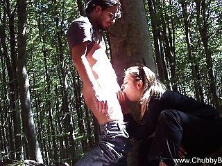 Pareja Italiana Follar En El Bosque