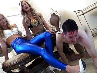 Amantes Sexy Con Esclavo De Pies