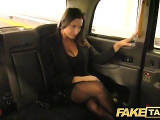 Taxi Falso Caliente Tetona Nena Obtiene Masiva Corrida Sobre Sus Tetas