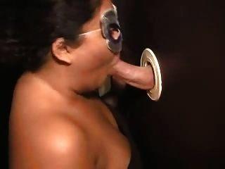 Esposa Chupando Gostoso No Glory Hole E Corno Filmando