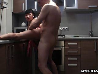 Esposa Follada Doggystyle En La Cocina Tan Condenadamente Difícil