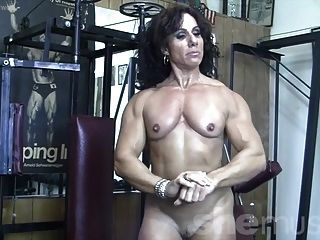Annie Rivieccio Desnuda En El Gimnasio