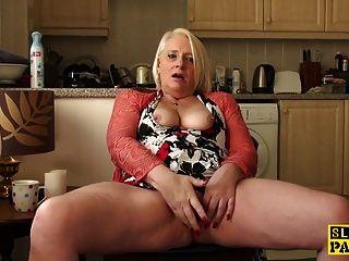 Abuela Británica Fingerfucking Ella Misma