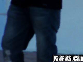 Mofos Permite Probar El Motor De Rissa Maxxx Anal Por El Be
