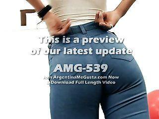 Culo Perfecto, Adolescente Pequeña En Jeans Ajustados Y Cuerda G.