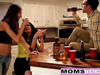 Momsteachsex Madre E Hijos En La Noche Trío