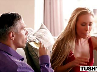 Tushy Nicole Aniston Primer Anal, Enormes Gapes!