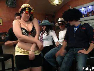 Chicas Regordetas Se Desnudan En El Bar De Bbw