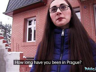Agente Público Joven Ruso En Vasos Follando Una Gran Polla