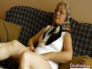 Omahotel Abuela Cachonda Jugando Su Coño Peludo