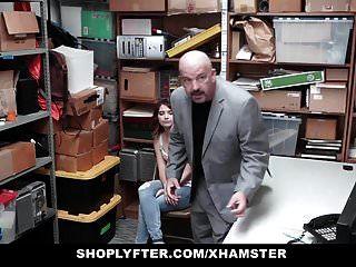 Shoplyfter Adolescente Arrestado Y Follado Delante De Papá
