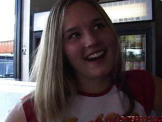 Joven De 18 Años Recibe Una Polla Negra Monstruo