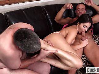 Valentina Nappi Humillando A Su Marido Cornudo