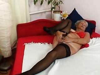 Abuela Rubia Puta Digitación Su Vagina