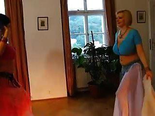 Hermosa Tira De Danza Del Vientre Y La Música