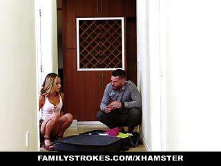 Familystrokes Mostrando Su Coño Para Tío Pervertido