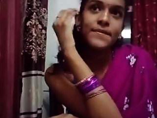 Linda Chica En Sari Haciendo Sefles.mp4