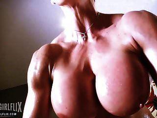 Culturista Femenino Entrenamiento Muscular Desnudo
