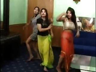 3 Chicas Indias Sexy Strip Dance Desnudas