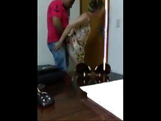 Esposa Engaña A Su Esposo Con Un Africano En La Oficina