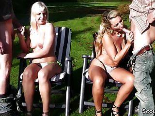 Murmuró Y Tochter Ficken Mit Zwei Fremden Typen Im Park