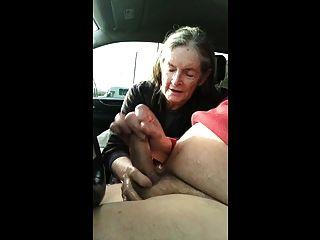 Abuela Chupa En El Carro
