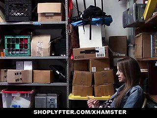 Shoplyfter Adolescente Embarazada Castigada Y Follada Por Robar