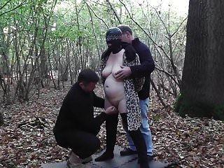 Mujer Puta En El Bosque Gangbaned En El Bosque